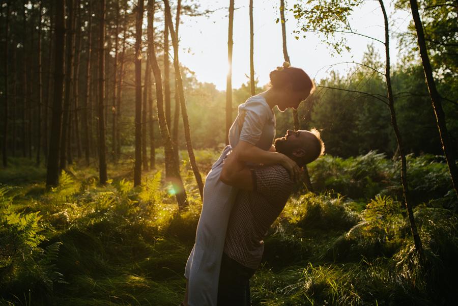 fotografia ślubna sesja w lesie