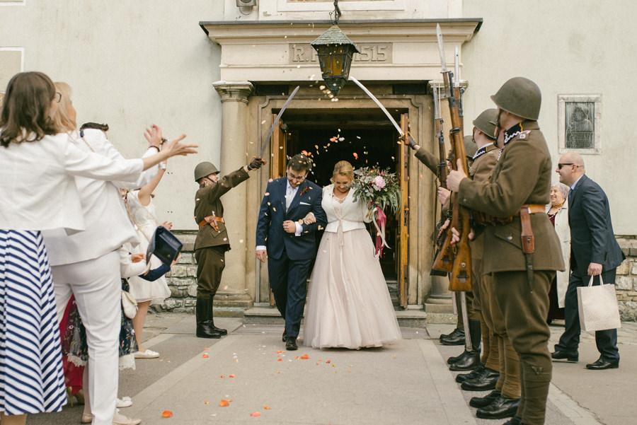 ślub wyjście z kościoła