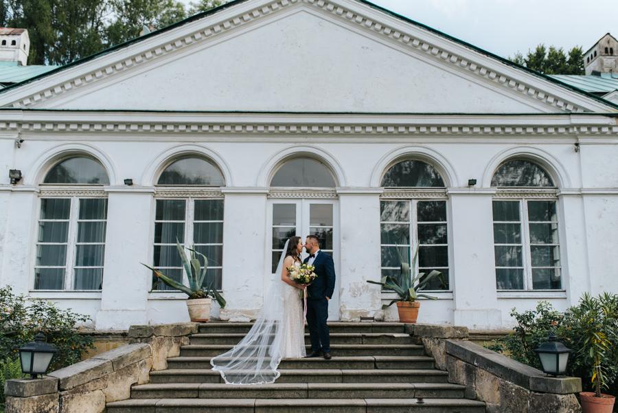 sesja ślubna przy dworku w mogilanach 11 of 53 8