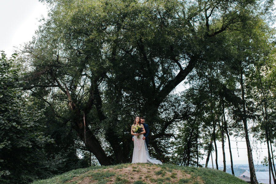 sesja ślubna przy dworku w mogilanach 15 of 53 6