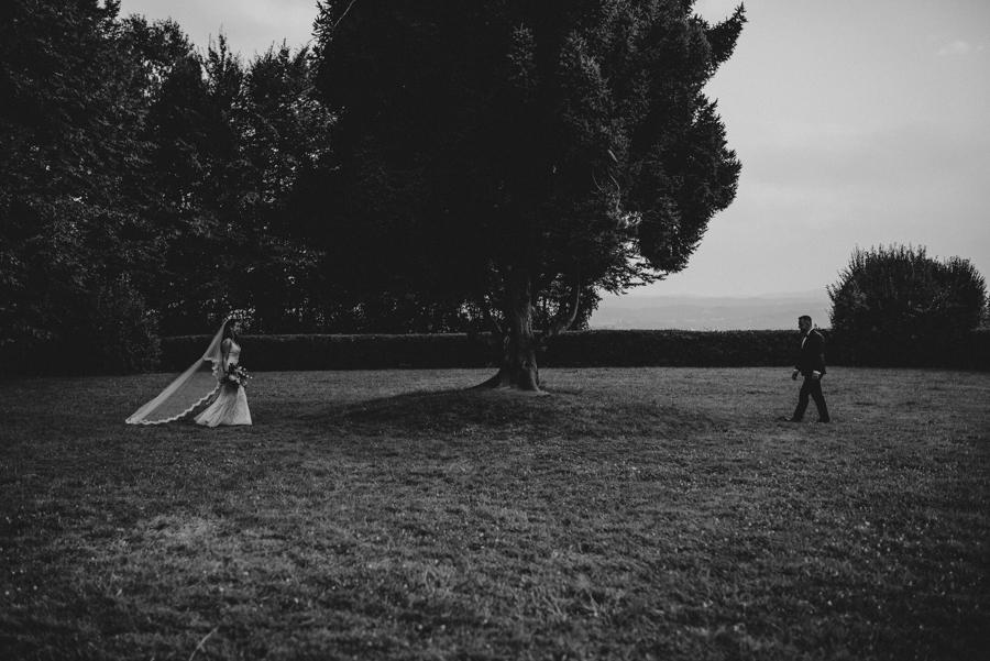 sesja ślubna przy dworku w mogilanach 28 of 53 58