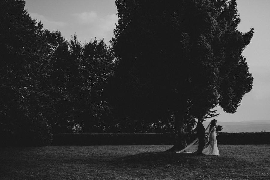 sesja ślubna przy dworku w mogilanach 29 of 53 22