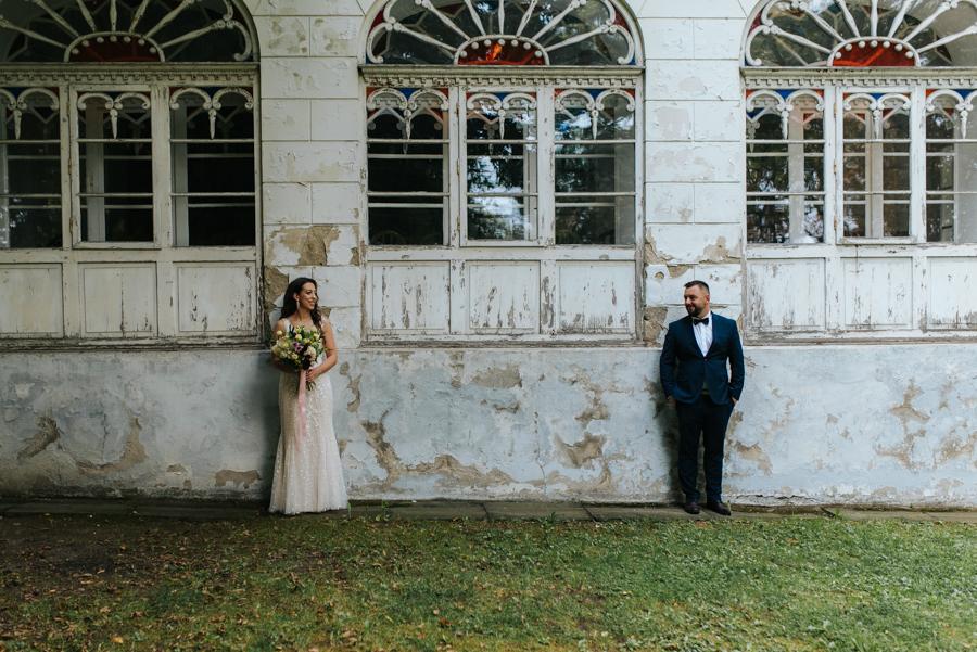 sesja ślubna przy dworku w mogilanach 8 of 53 5