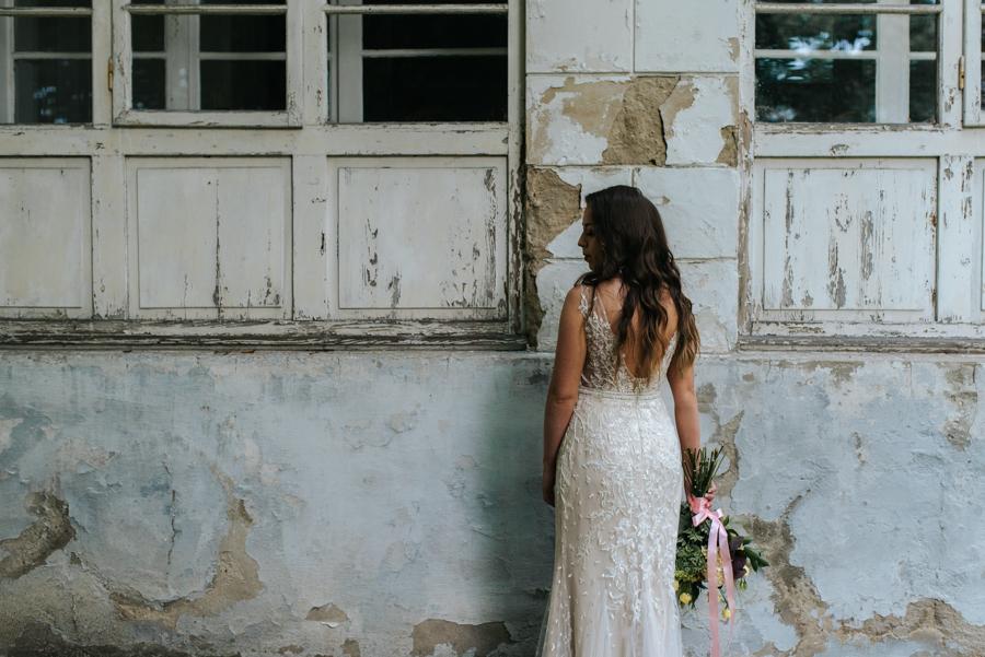 sesja ślubna przy dworku w mogilanach 9 of 53 46