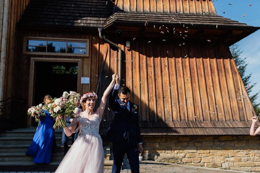 villa love wyjście z kościołaa